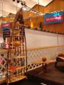 Bootregal und Baumtisch