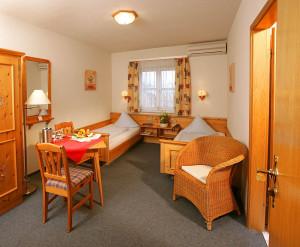 https://www.yelp.com/biz/hotel-beim-schupi-karlsruhe