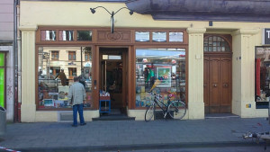 https://www.yelp.com/biz/buchhandlung-am-chlodwigplatz-k%C3%B6ln