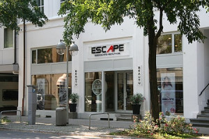https://www.yelp.com/biz/escape-beauty-hannover