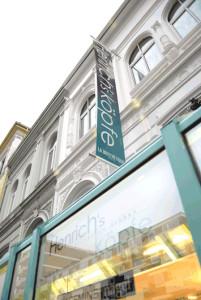 Firseur Henrichs Köpfe im Viertel in Bremen -Trends- Frisuren-Strähnen-Farbe-Balayage-Top