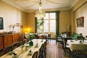 https://www.yelp.com/biz/hotel-pension-funk-berlin