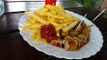 Currywurst Pommes Imbiss mit Herz