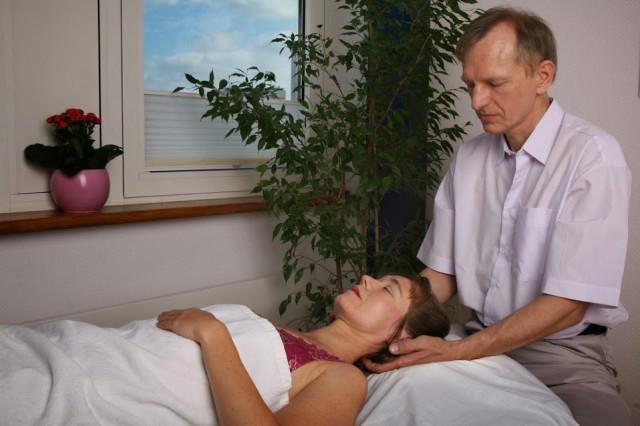 Entspannende Nacken-Kopfmassage