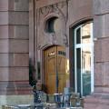 Eingang der Praxis kerngesund² am Friedrichsplatz 12 in Mannheim von Heilpraktiker Michael Hoster.