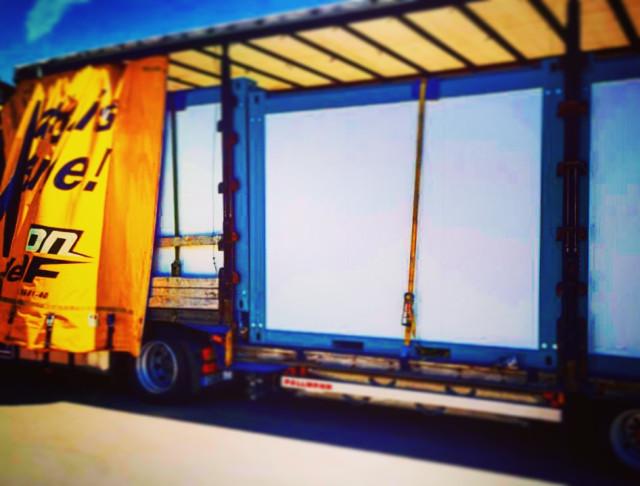 container-unter-plane