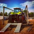 traktor-per-verbreiterbaren-tieflader-auffahrrampen