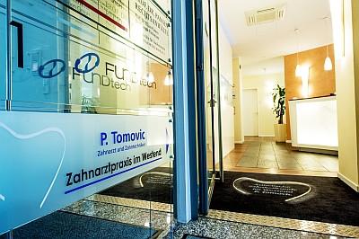 Eingang Zahnarztpraxis P.Tomovic